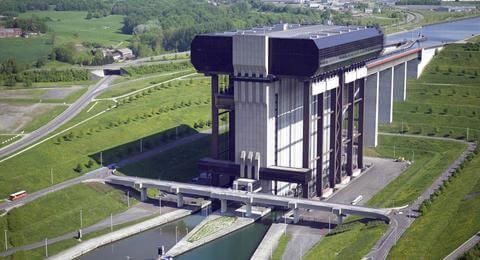 Admirez le panorama depuis l'Ascenseur de Strépy-Thieu