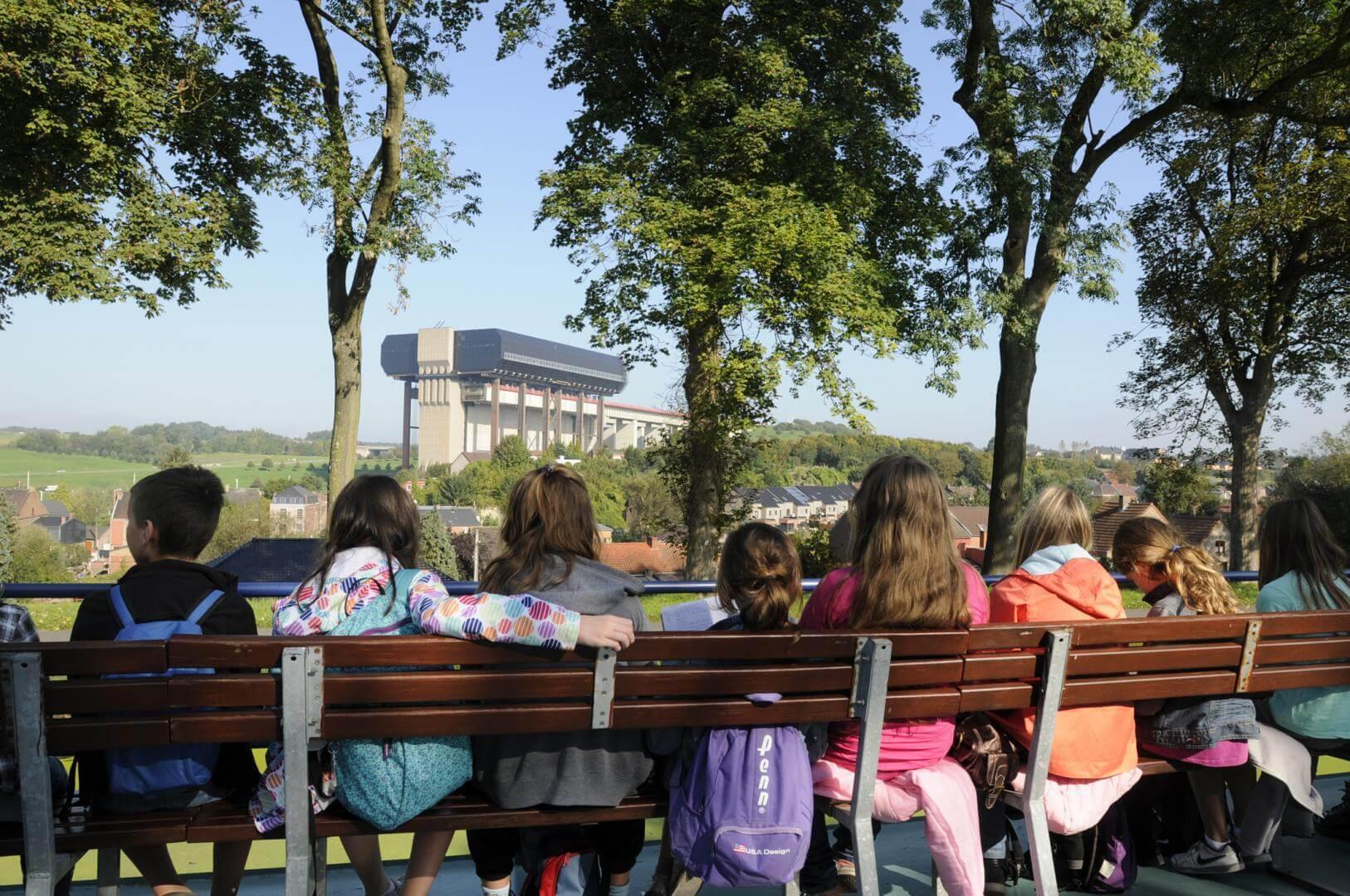 Vivez une croisière sur le Canal du Centre historique