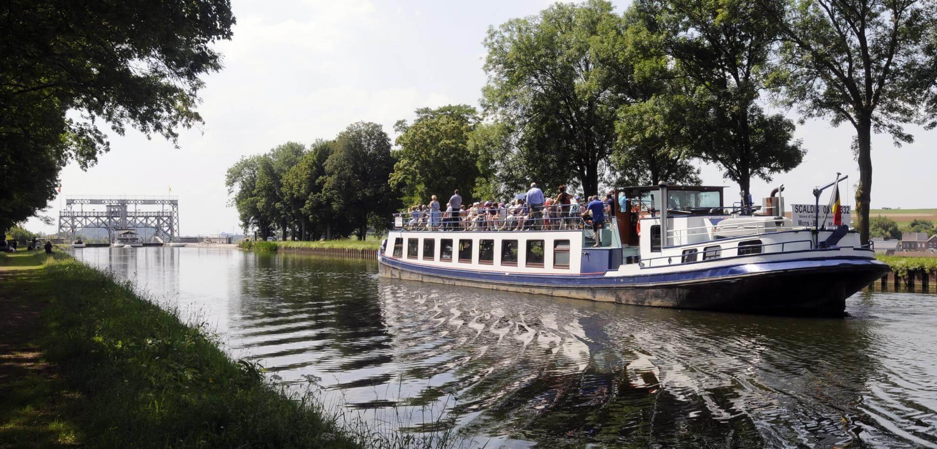 Genießen Sie eine Kreuzfahrt auf dem historischen Canal du Centre